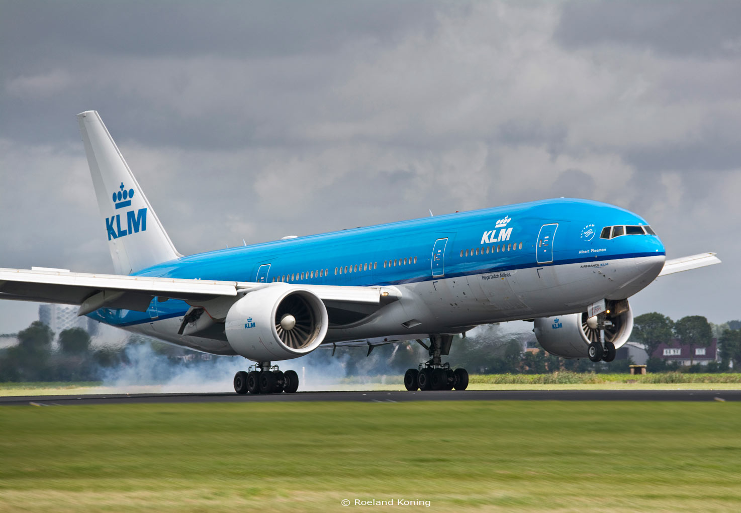 boeing 777 The boeing 777 is the best-selling wide-body airliner in company history in june of 1994, the boeing 777 airliner made its first flight — kicking off a career that would revolutionize the airline.
